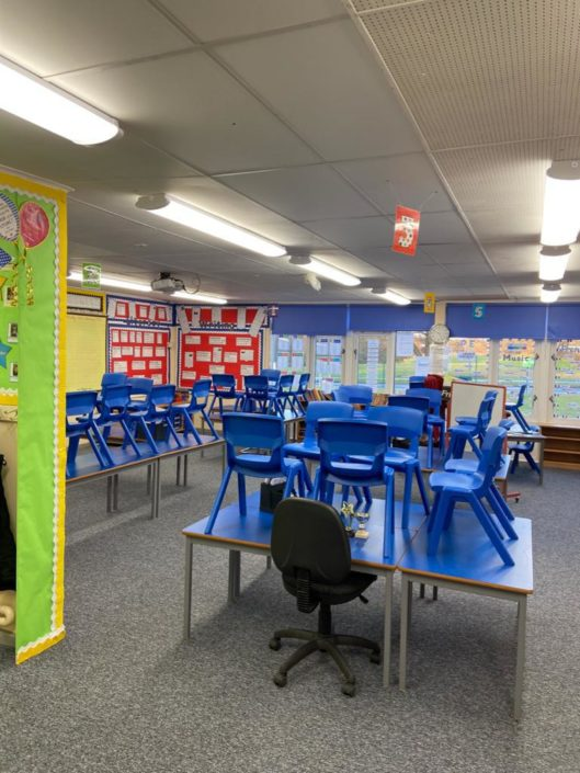 A County Durham school classroom saves money with low energy tubes, spectrum carcass LEDs.